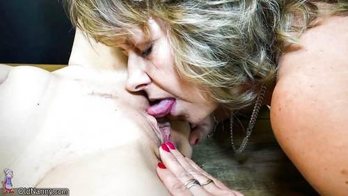 Sextoy mais aussi suçon clitoridien pour 2 vieilles baiseuses vicieuses goudous