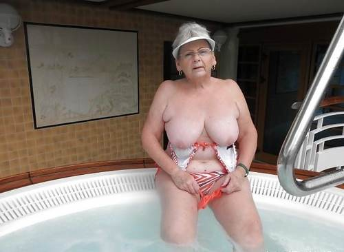femme 70 ans nue grosse salope sodomisee